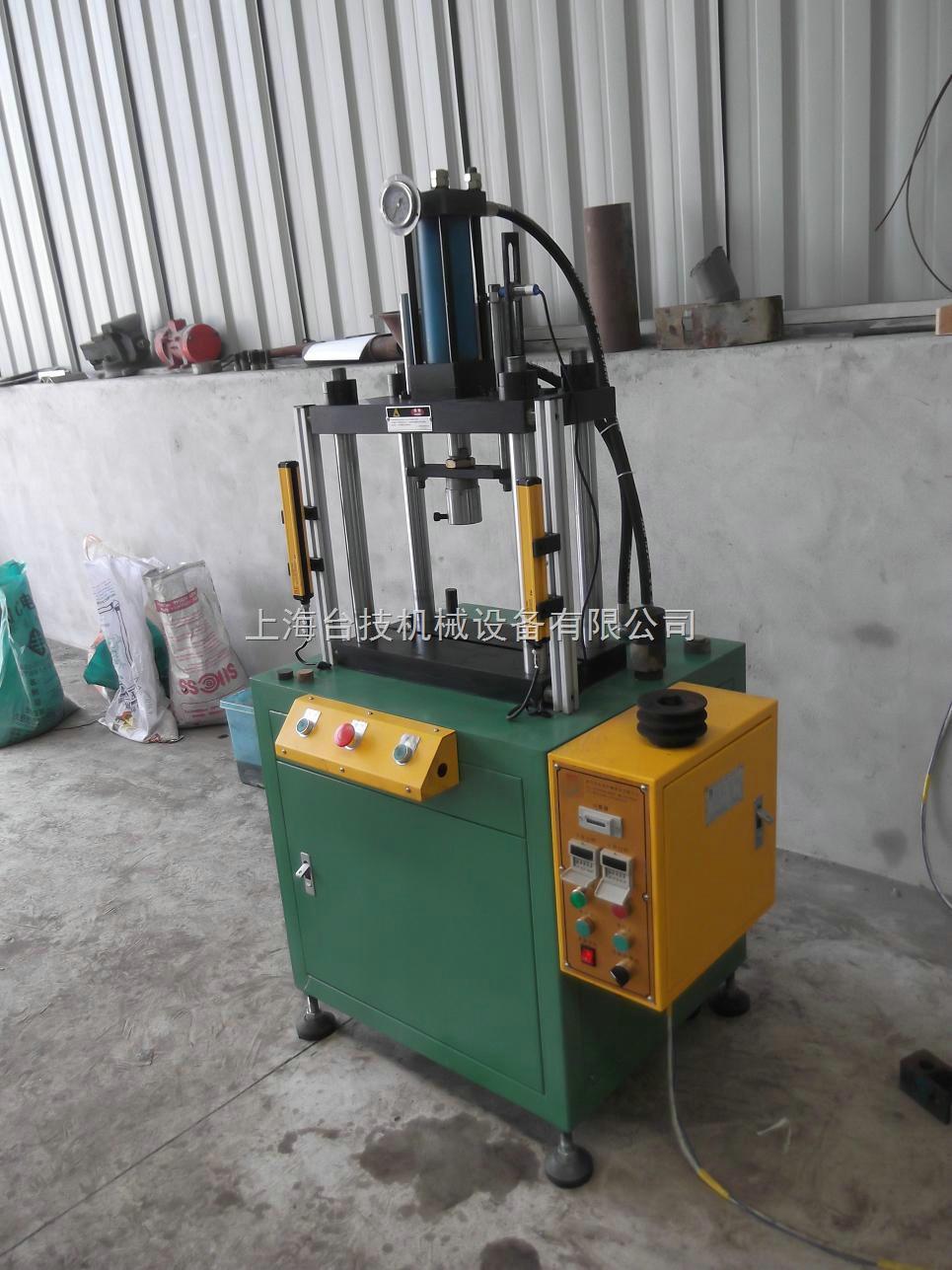 小型四柱油压机适用范围: 本系列小型四柱油压机广泛适用于各种材料的冲孔,压印,整形,铆接.弯曲,剪切,拉伸,各种小型零部件的压装、装配.是一种多用途压床, .该系列小型四柱油压机是一款适用性极强的单轴装配设备,集气压,油压优点为一身,是广大厂商提高质量的优选产品. 小型四柱油压机产品特点: 1.
